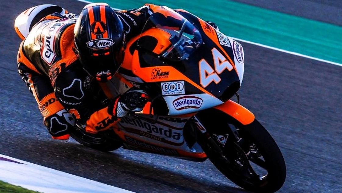 Arón Canet se hace con la pole de Moto3 en Qatar ante Lorenzo Dalla Porta