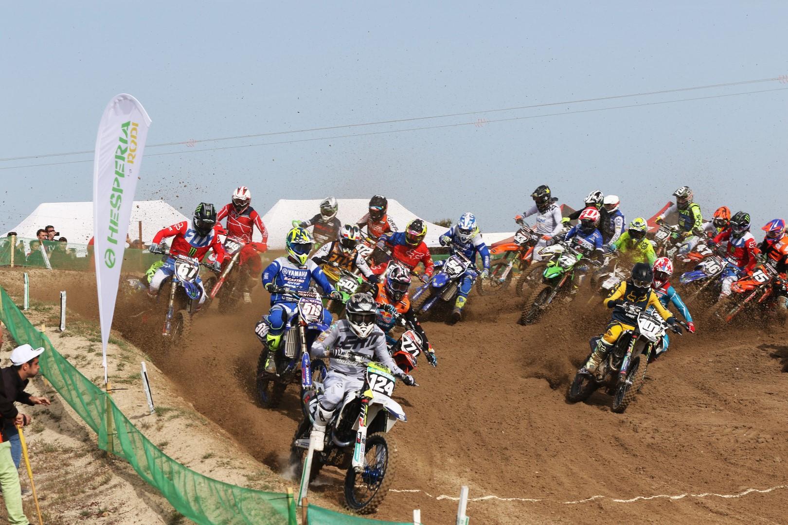 Carlos Campano y Simeó Ubach arrasan en el Motocross de Malpartida