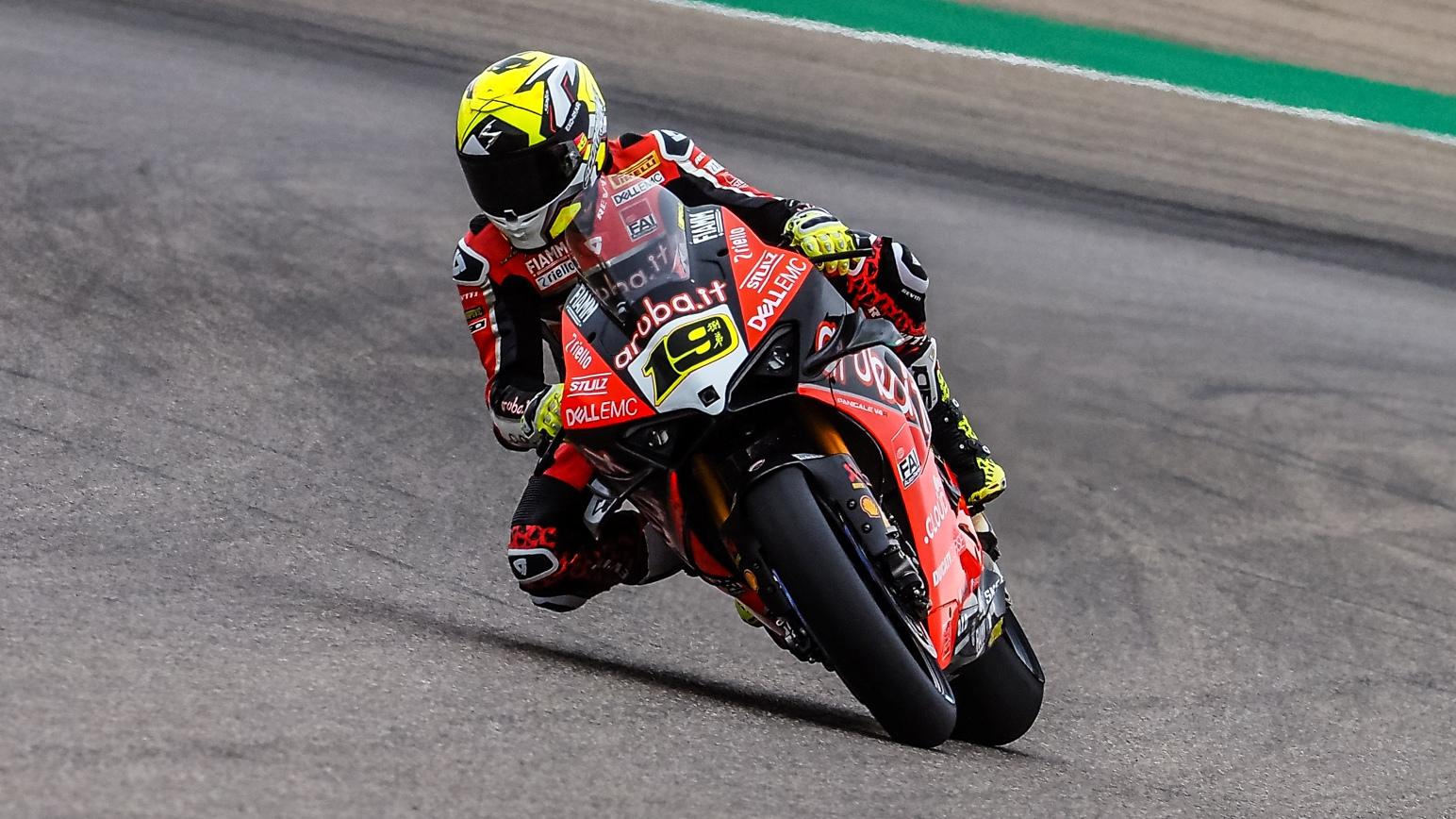 Álvaro Bautista domina los libres de Motorland con medio segundo de ventaja