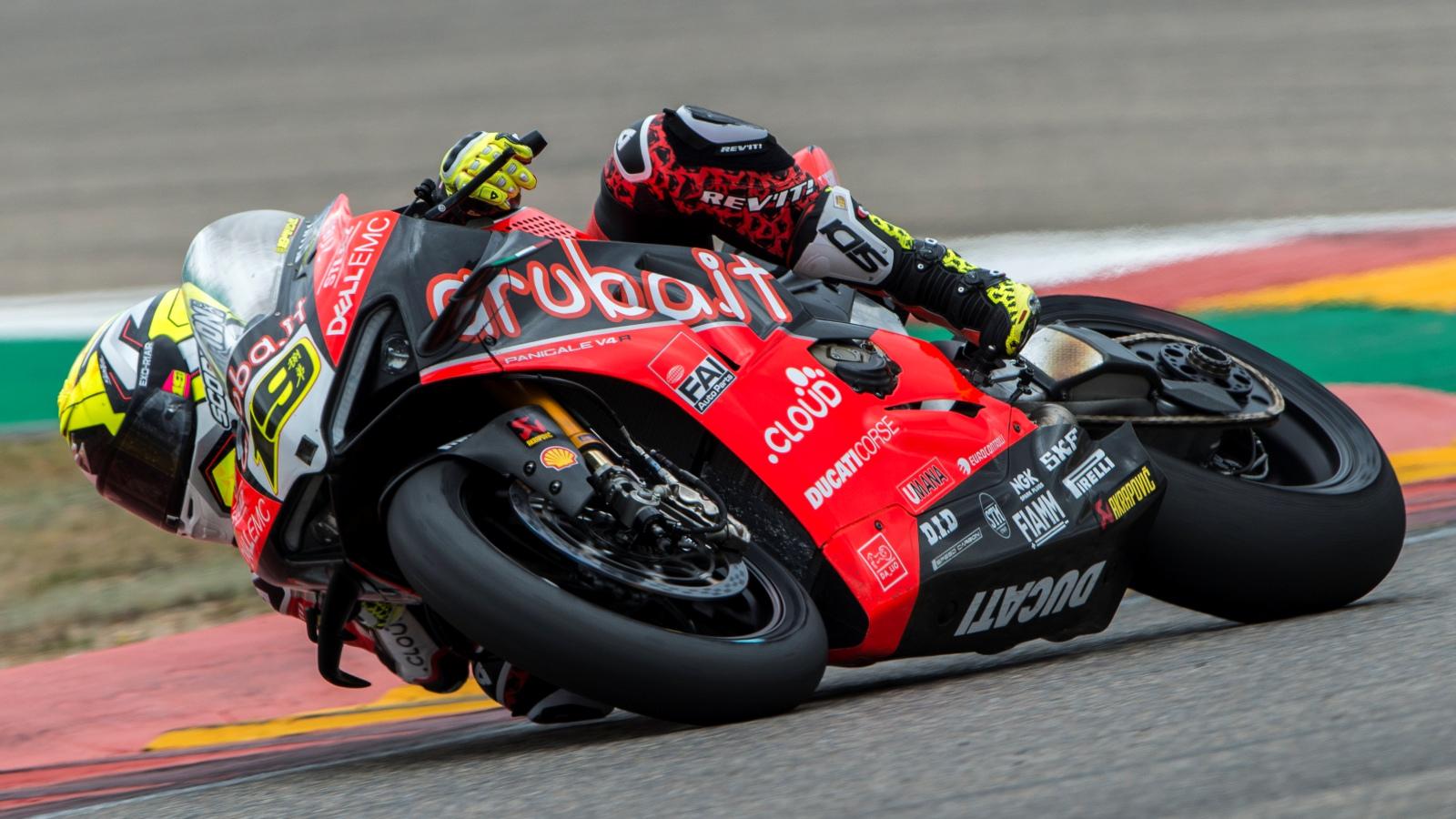 Álvaro Bautista se pasea en la carrera Superpole de Aragón y ya suma ocho seguidas