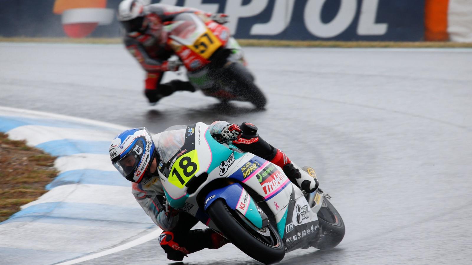 Niki Tuuli y Alessandro Zaccone se reparten las victorias de Moto2 en Estoril