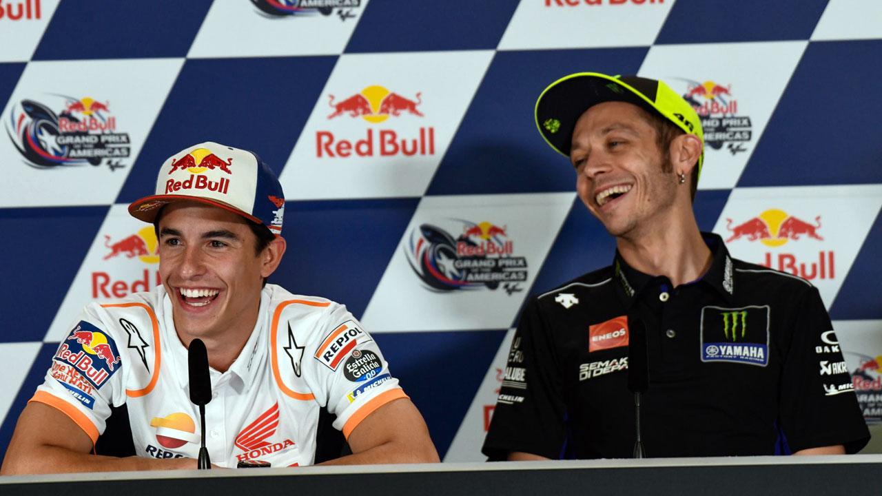 """Márquez explica su saludo con Rossi; """"Fue como cuando te das el primer beso con una chica"""""""