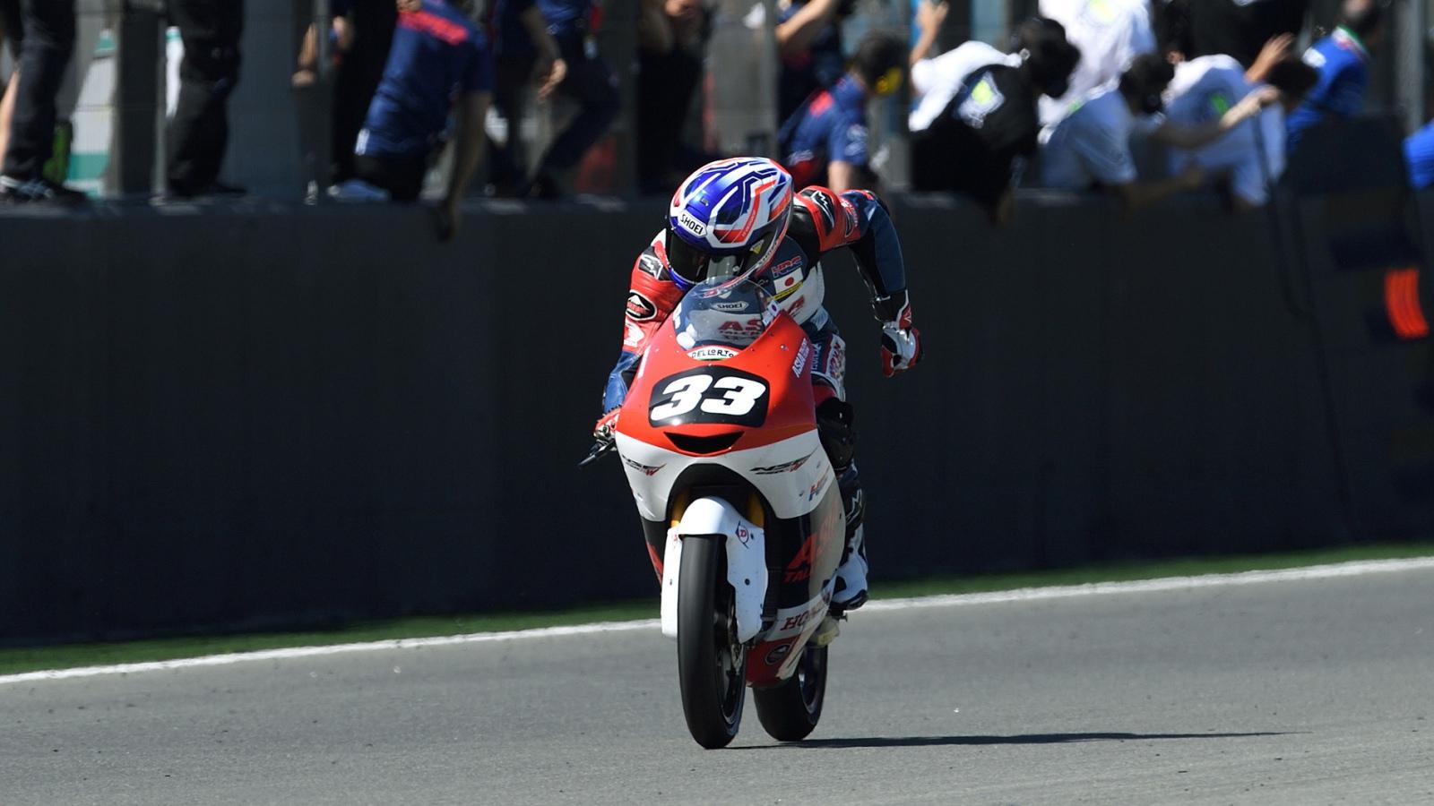 Yuki Kunii y Ryusei Yamanaka se llevan las victorias del Mundial Junior de Moto3 en Valencia