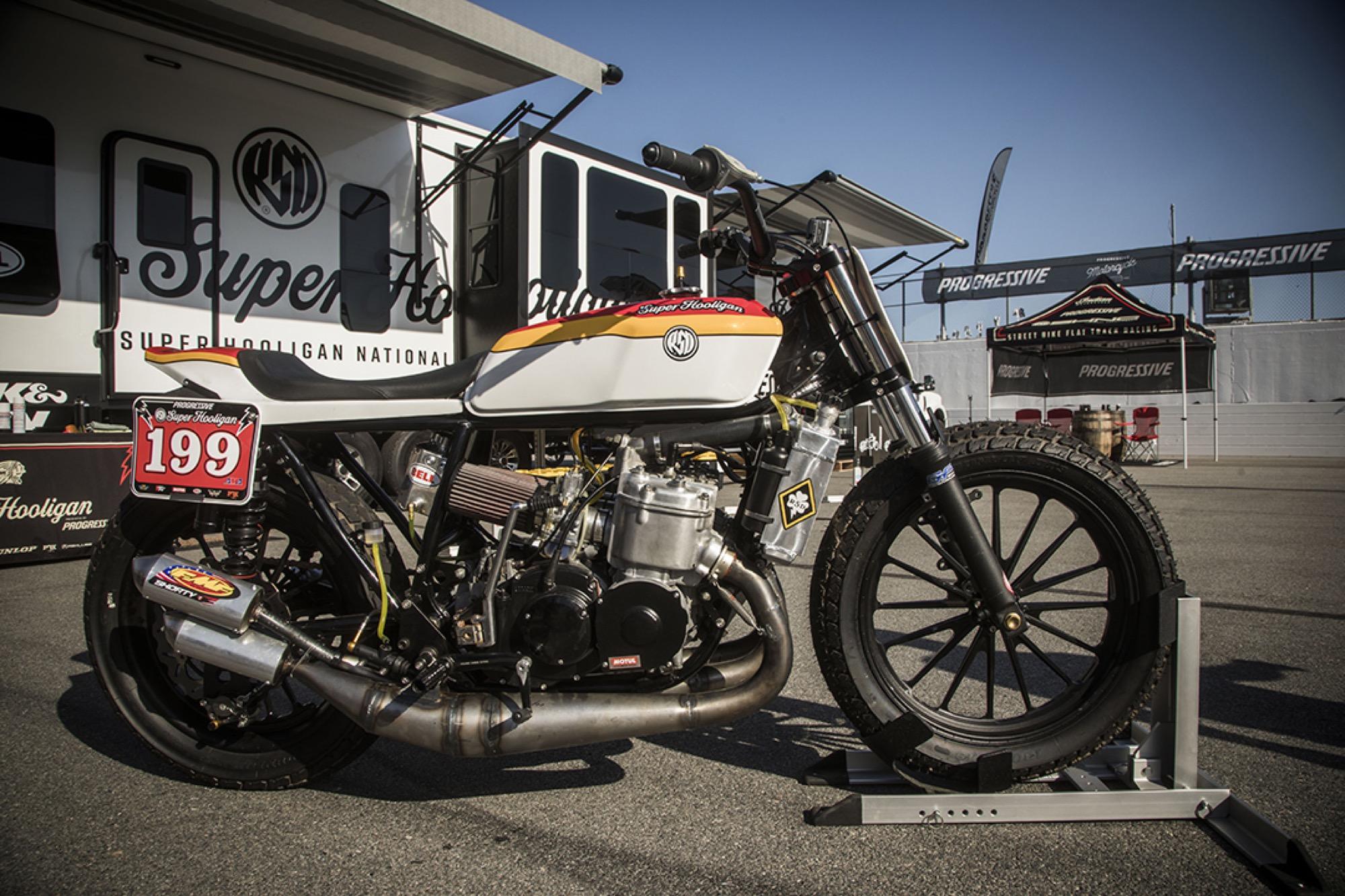 Una bestia de 750cc 2 Tiempos, así es la salvaje flat tracker de Travis Pastrana
