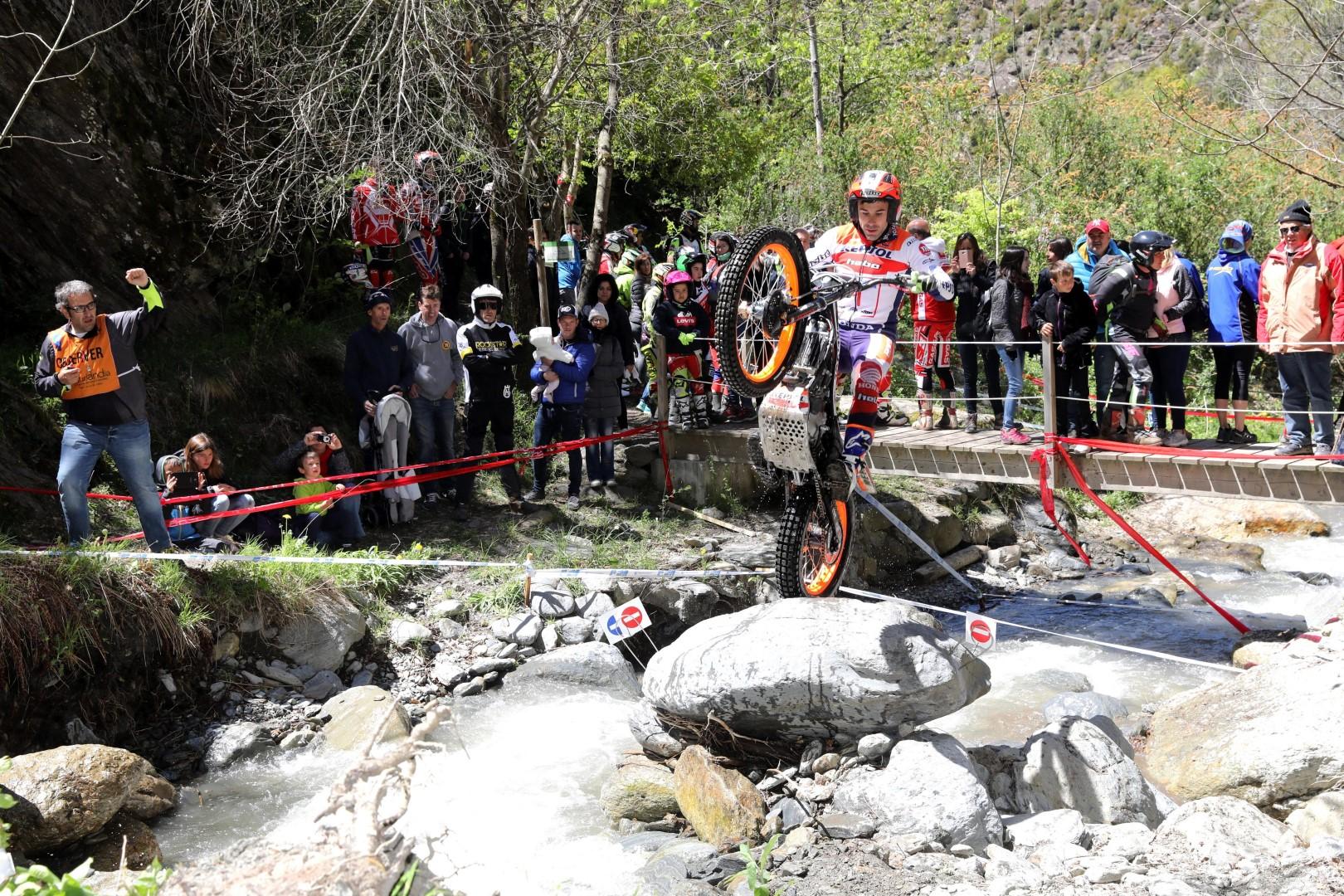 Toni Bou gana en Andorra y es más líder del CET