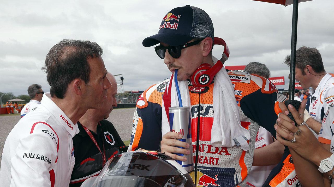"""¿Honda está pensando en bajar a Jorge Lorenzo de su moto? """"Nadie me ha dado un ultimátum""""."""