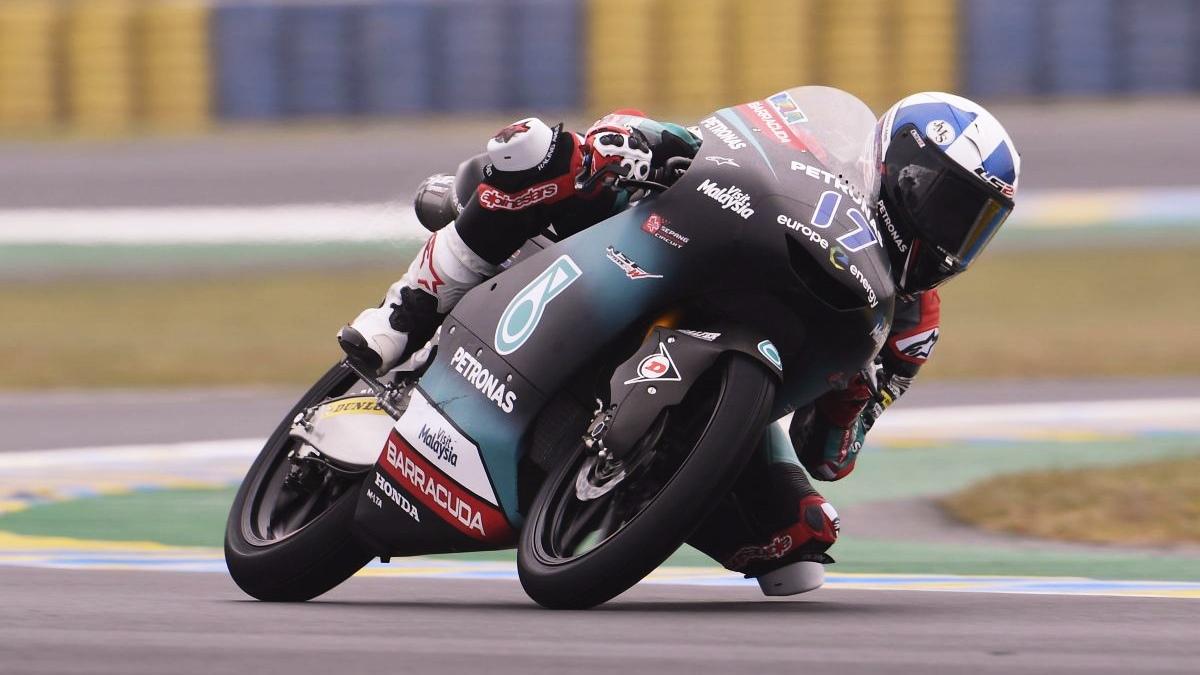 John McPhee se lleva la pole de Moto3 en Le Mans ante Tony Arbolino y Ai Ogura