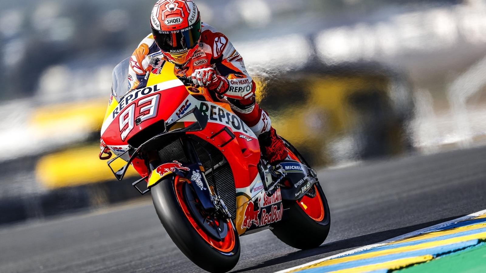 Marc Márquez hace la pole en Le Mans e iguala a Valentino Rossi en categoría reina