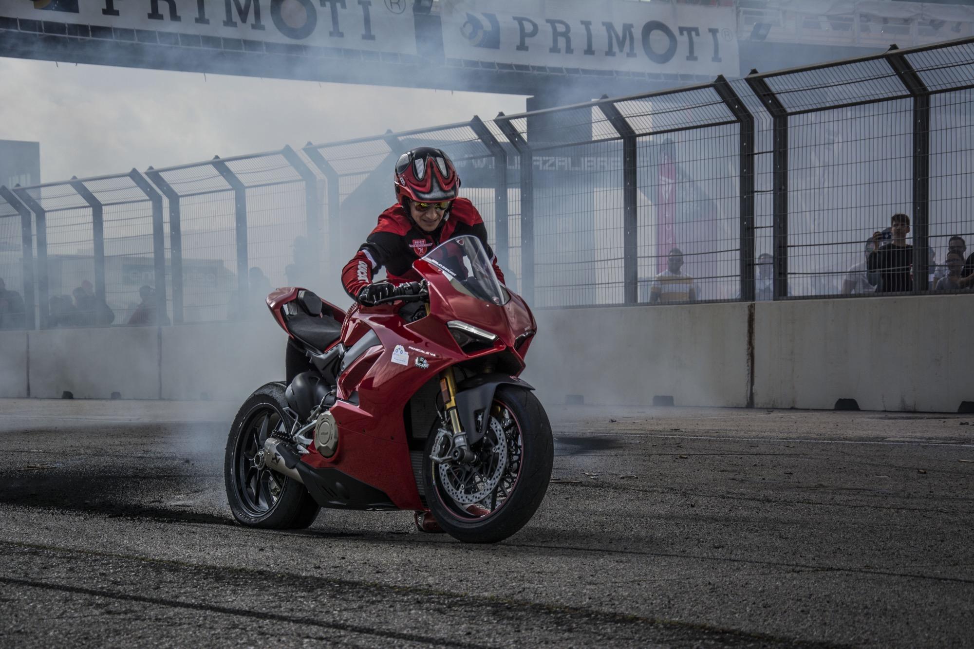 Emilio Zamora, el stunt rider que palpita Desmo