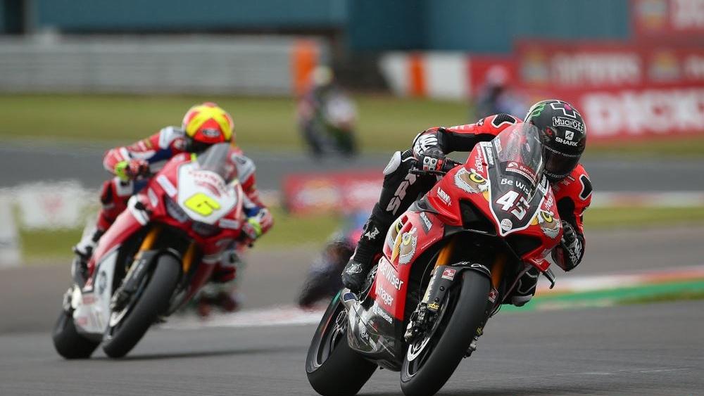 NoTodoMotoGP: Scott Redding arrasa en el BSB y Xavi Forés se luce entre las Ducati