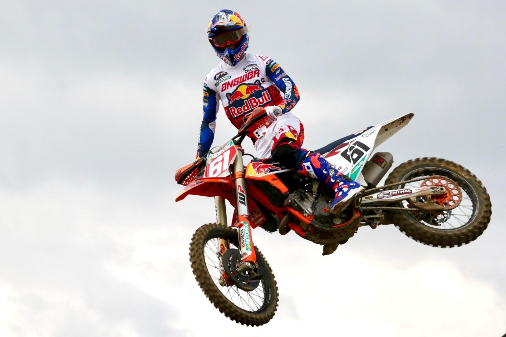 Jorge Prado amplía el liderato de MX2 en Francia