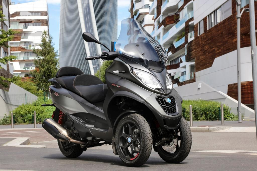 Piaggio MP3 500 hpe Sport Advance, el scooter de tres ruedas estrena la marcha atrás
