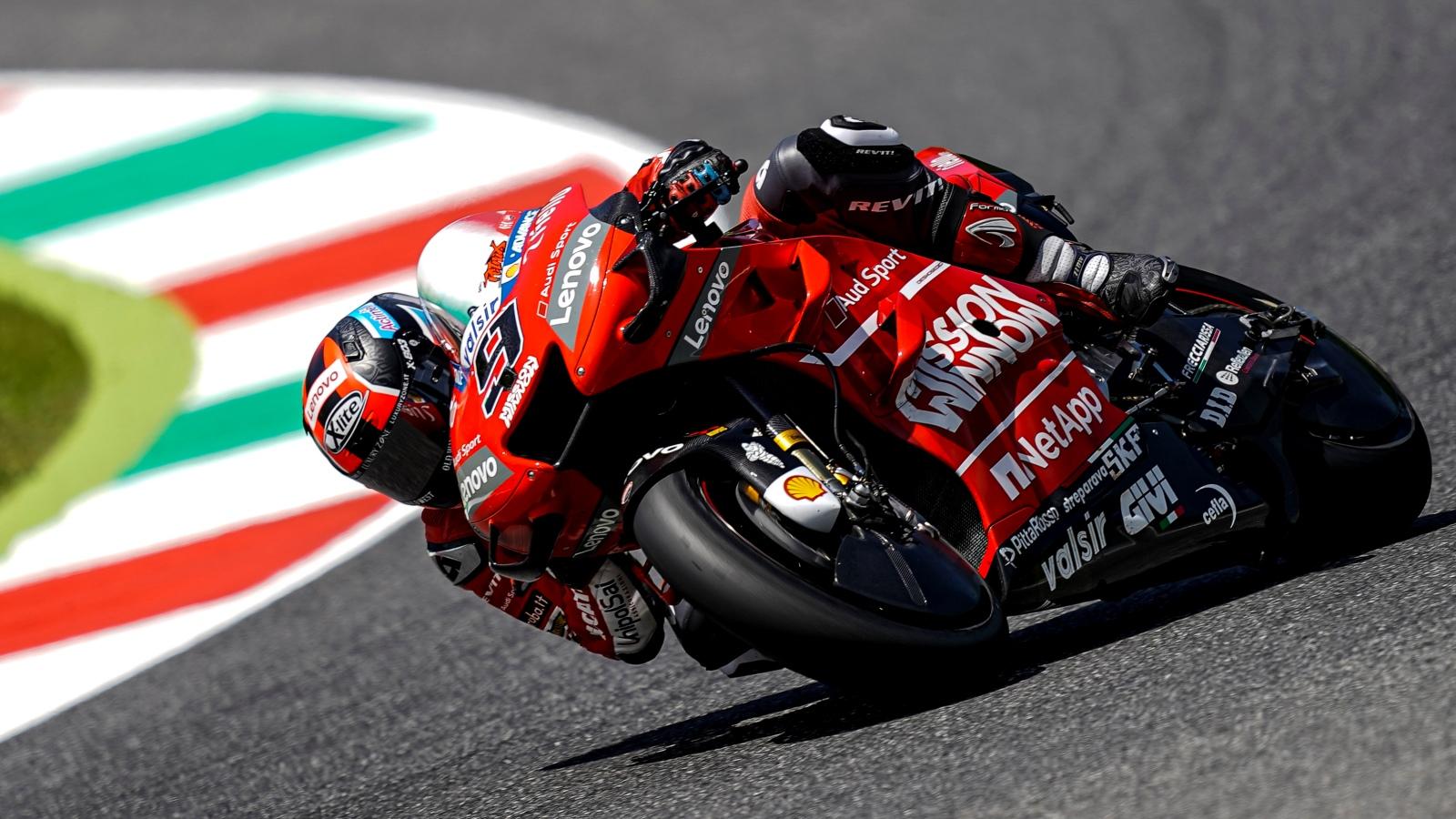 Danilo Petrucci bate a Marc Márquez por milésimas en Mugello y se estrena en MotoGP