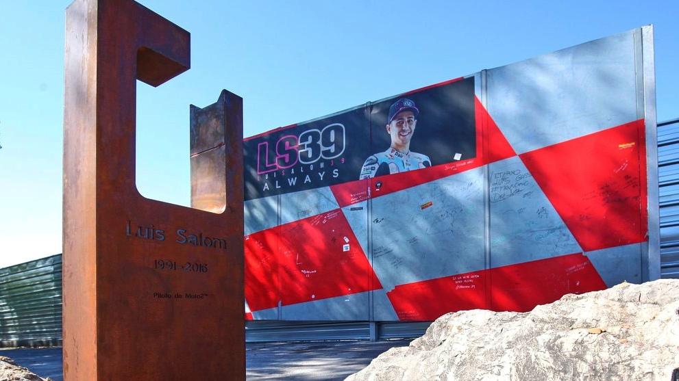 Luis Salom ya tiene un monolito en el Circuit de Barcelona-Catalunya
