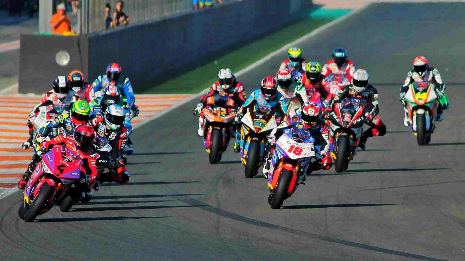 Motoe 2019 Pilotos Moto Calendario 4 Españoles Y Cinco