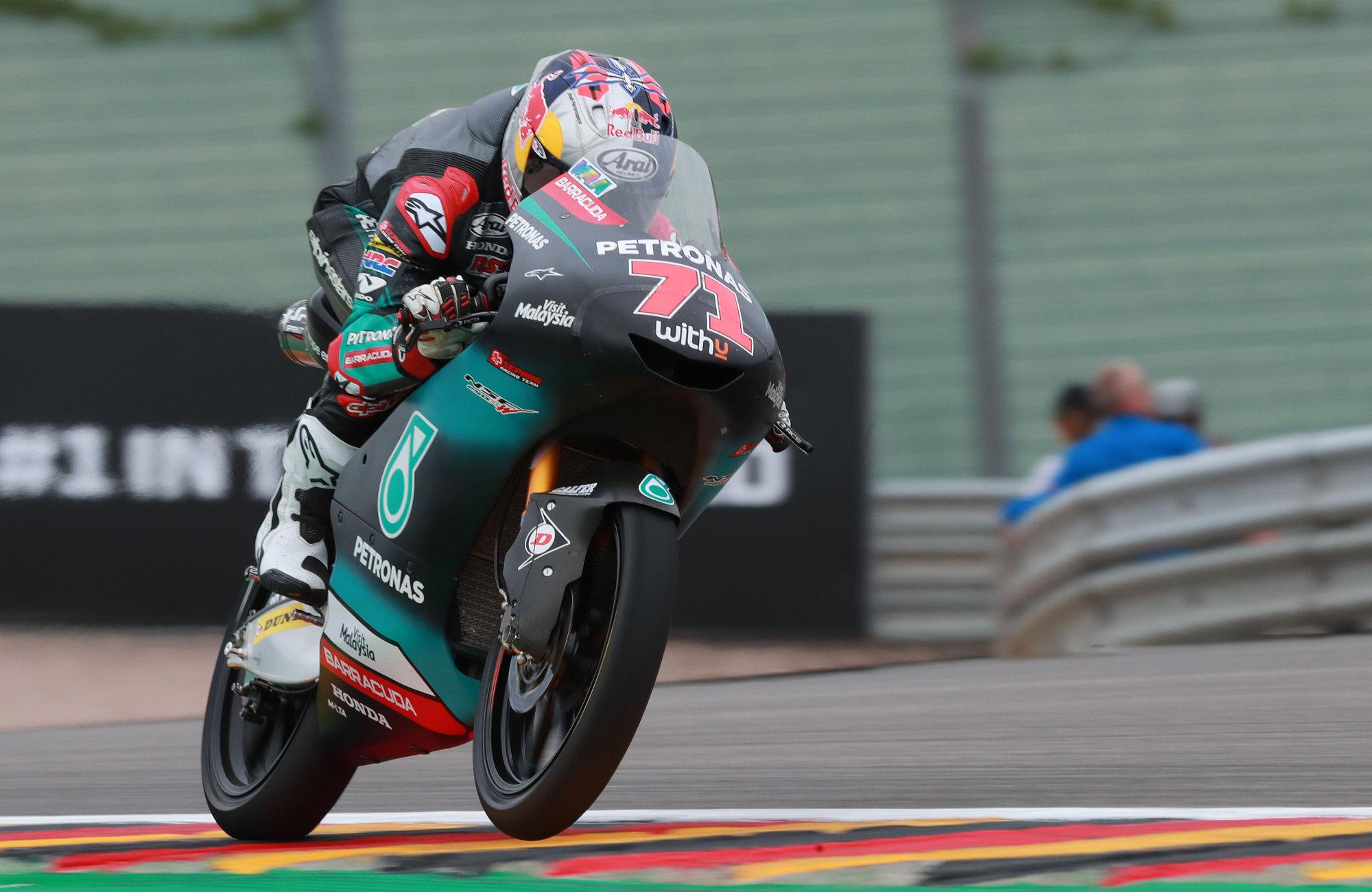 Ayumu Sasaki controla los libres de Moto3 en Sachsenring