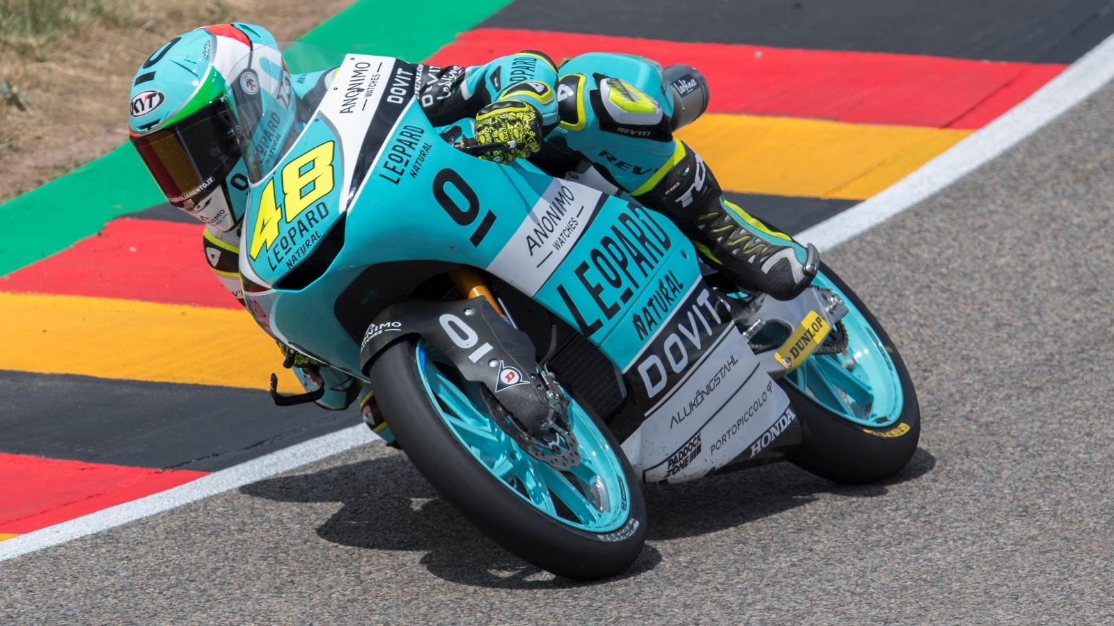 Lorenzo Dalla Porta bate a Marcos Ramírez en Alemania y es nuevo líder de Moto3