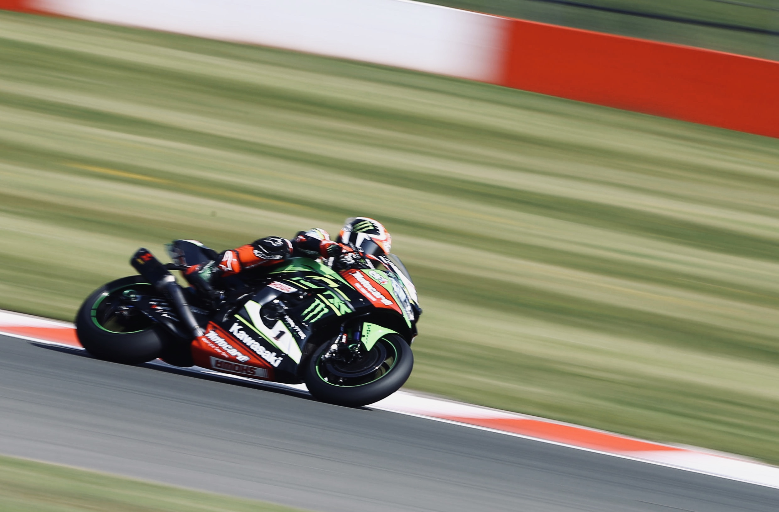 Implacable triplete de Jonathan Rea en Donington