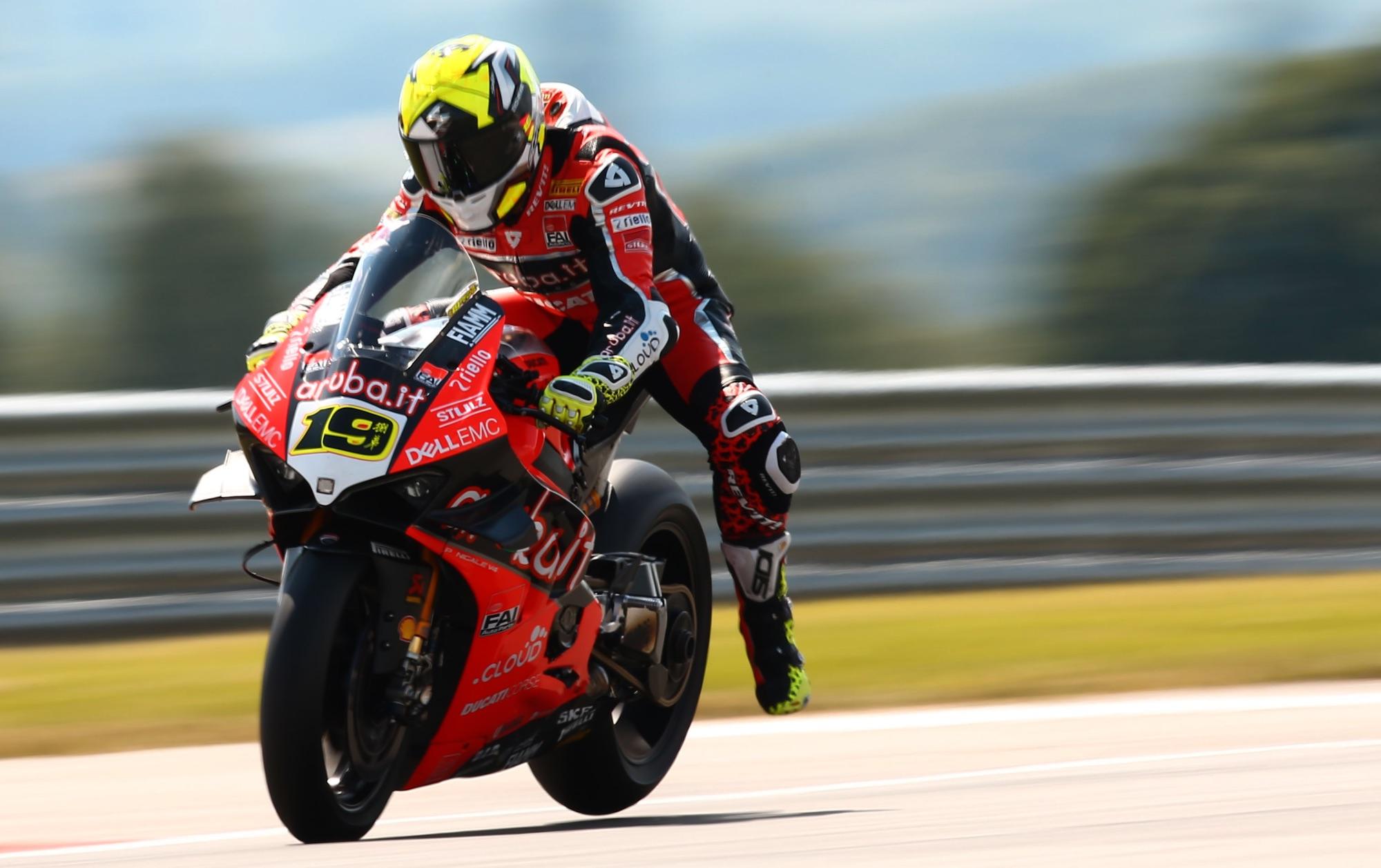 """Álvaro Bautista: """"La moto se mueve mucho, acabé destrozado del esfuerzo"""""""