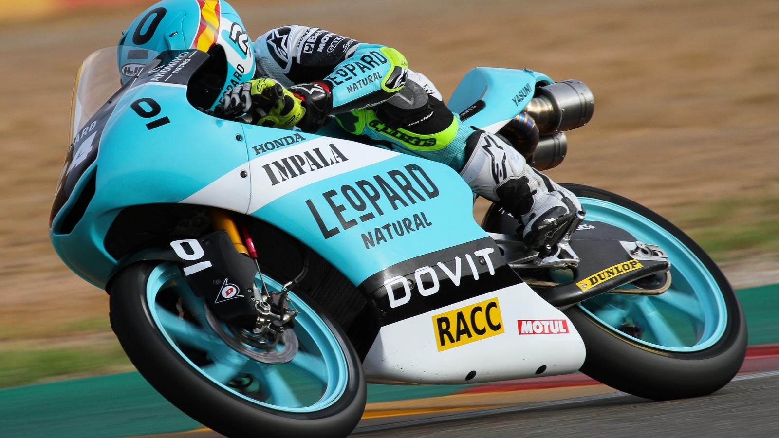 Xavi Artigas logra su primer triunfo en el Mundial Junior de Moto3 ante Jeremy Alcoba
