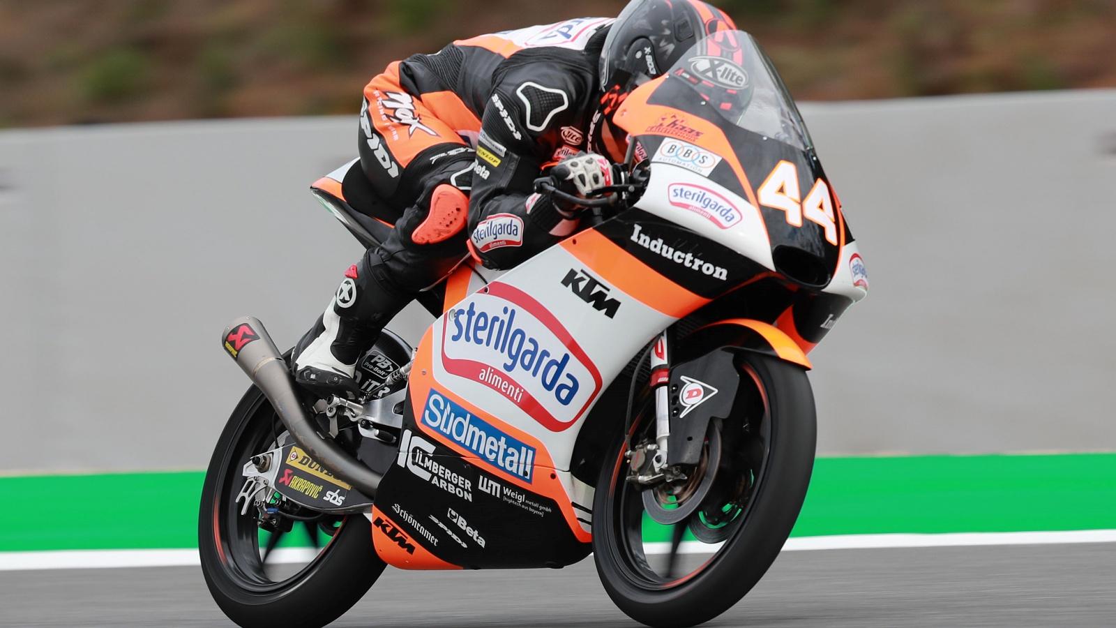 Arón Canet bate a Lorenzo Dalla Porta en Brno y le arrebata el liderato de Moto3