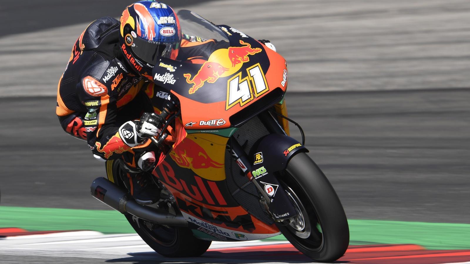 Brad Binder devuelve a KTM a lo más alto de Moto2 y Álex Márquez es más líder del Mundial