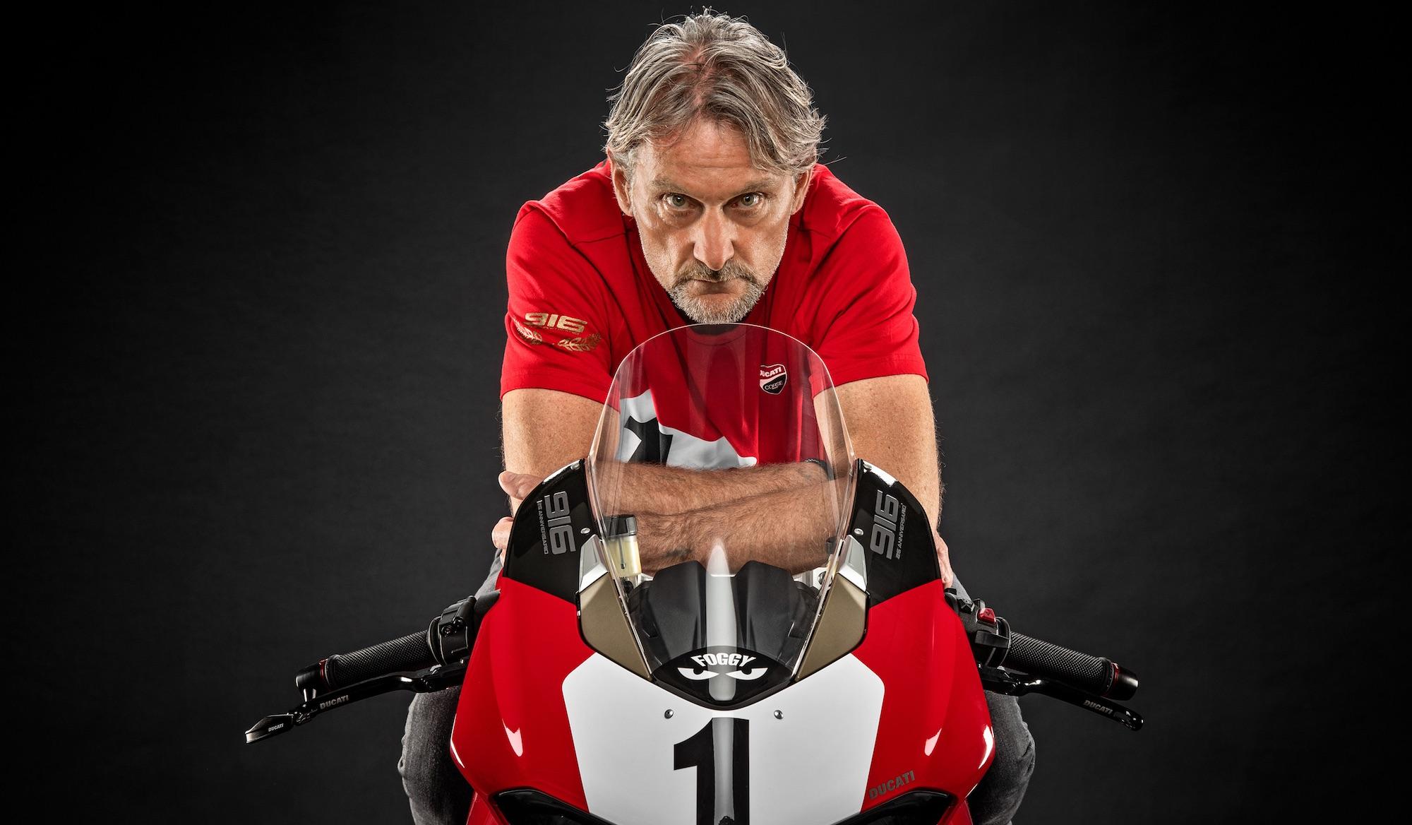 """Carl Fogarty: """"Me conocen más por la tele que por las motos"""""""