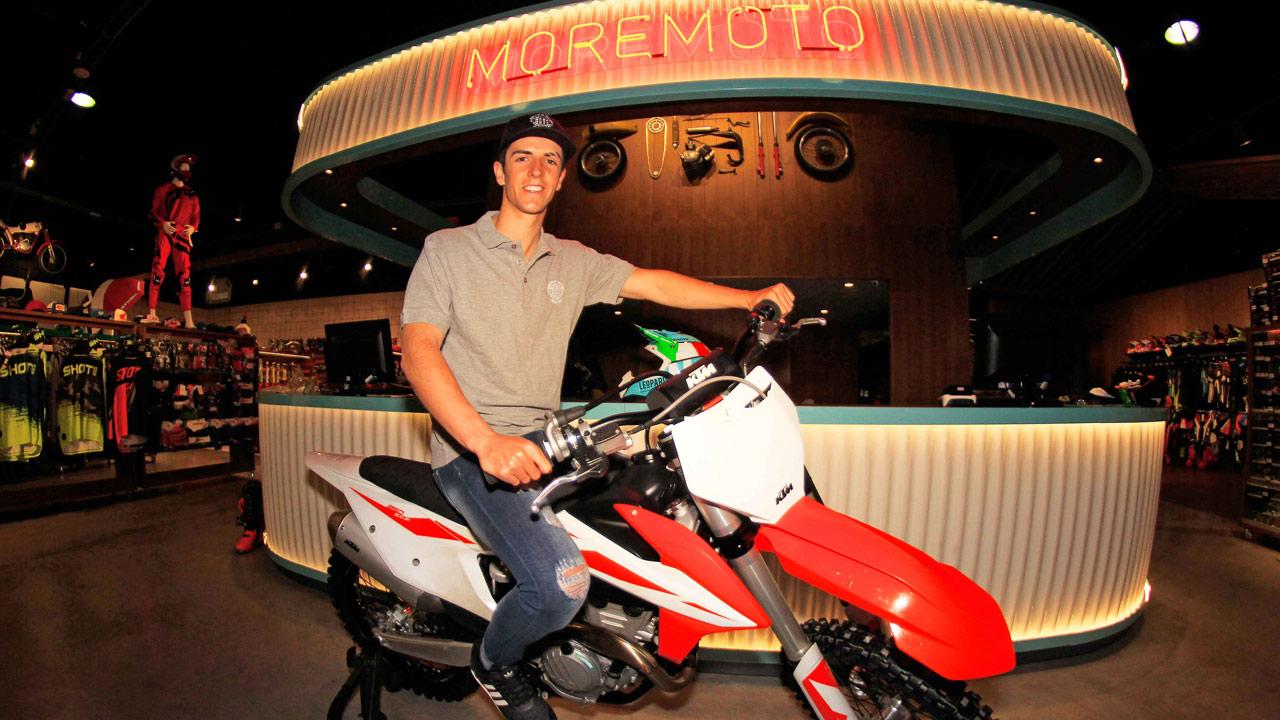 Doble curso de enduro y motocross Moremoto con Mario Román e Iker Larrañaga