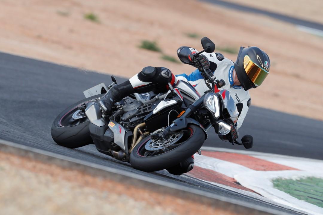 Triumph Street Triple RS 2020: Prueba, ficha técnica y primeras impresiones