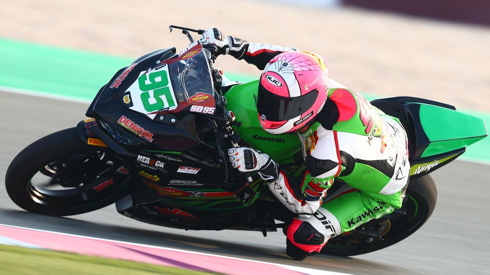 Scott Deroue vence en Qatar y arrebata a Ana Carrasco el subcampeonato de Supersport 300
