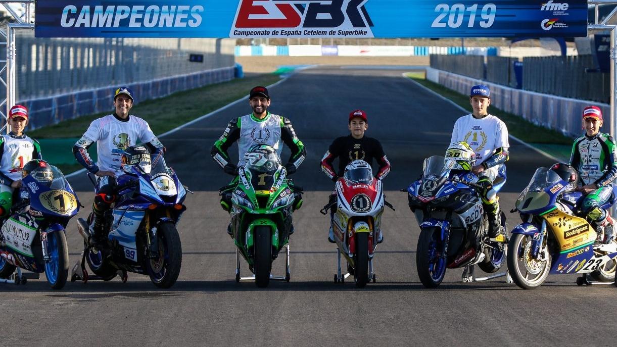 ESBK Jerez: Maxi Scheib campeón de Superbike y Óscar Gutiérrez de Supersport