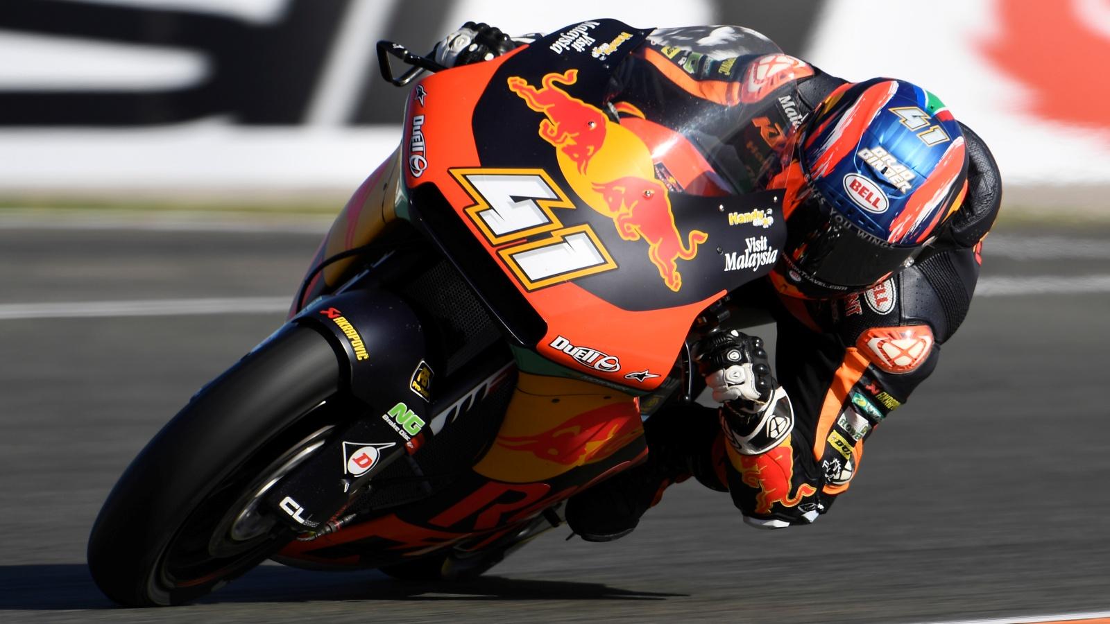 Brad Binder se despide de Moto2 con su tercera victoria consecutiva en Valencia