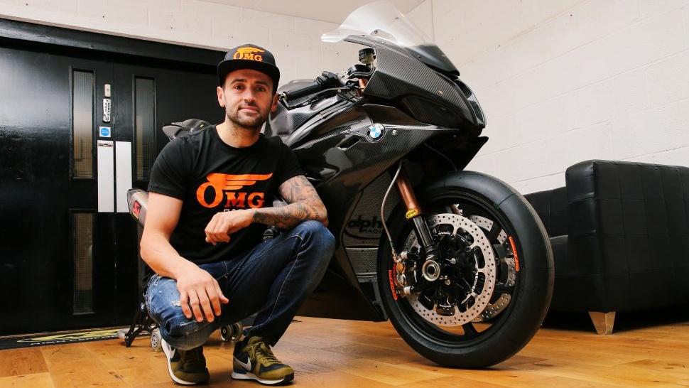 Héctor Barberá correrá el British Superbike 2020 con la BMW del OMG Racing