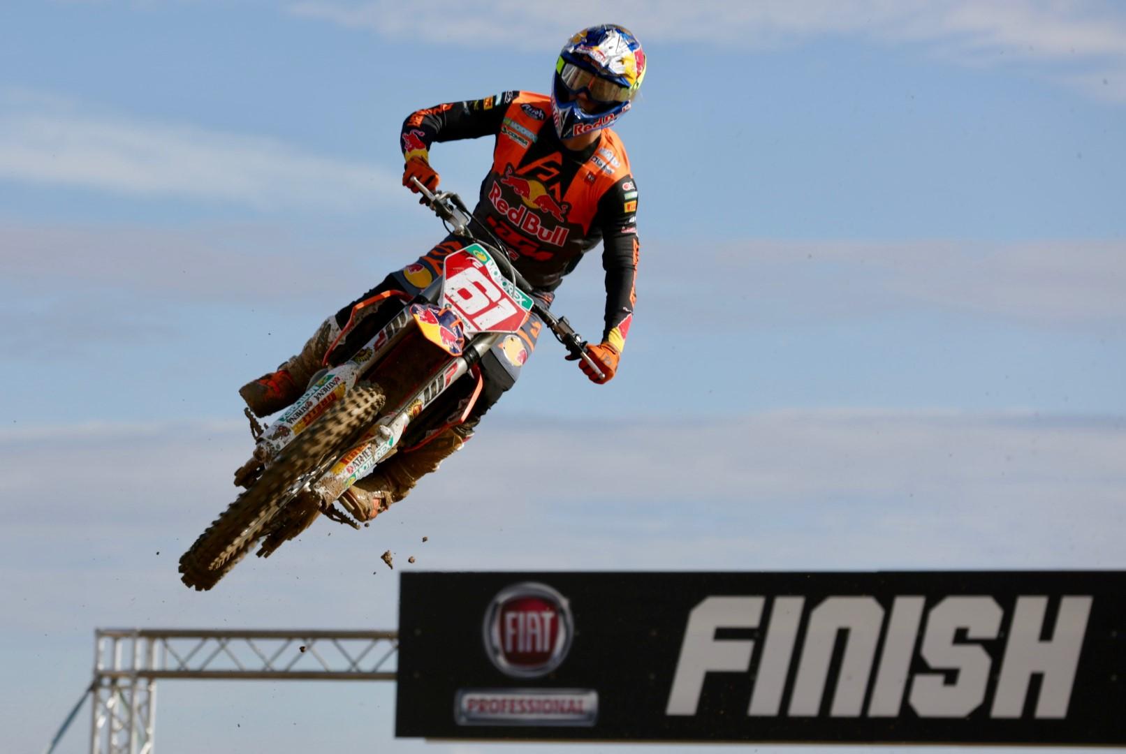 Jorge Prado festeja su segundo título de Campeón del Mundo MX2
