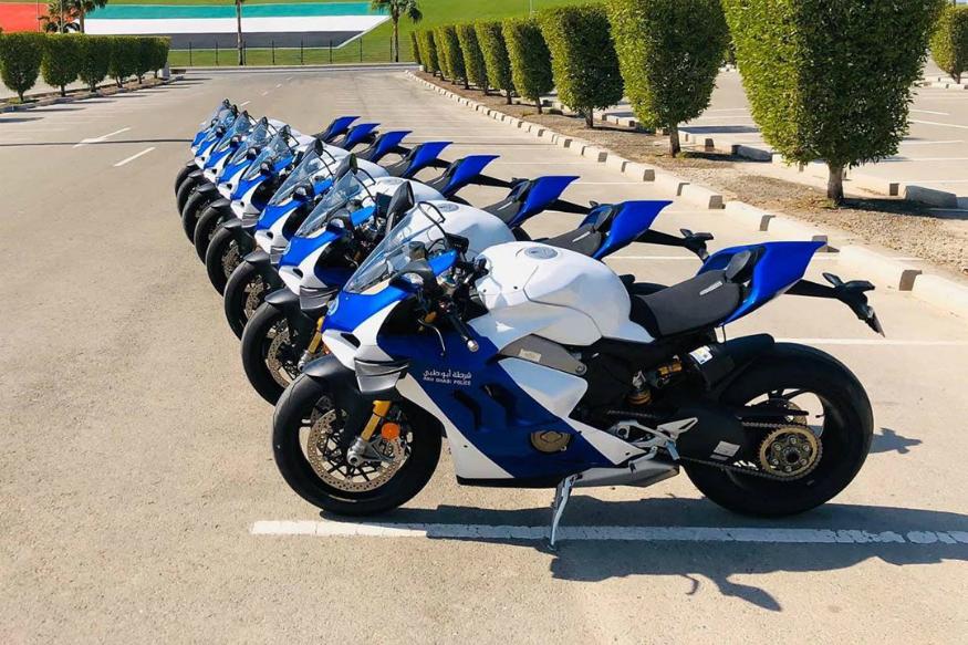 La policía de Abu Dhabi alardea ya de sus nuevas Ducati Panigale V4R