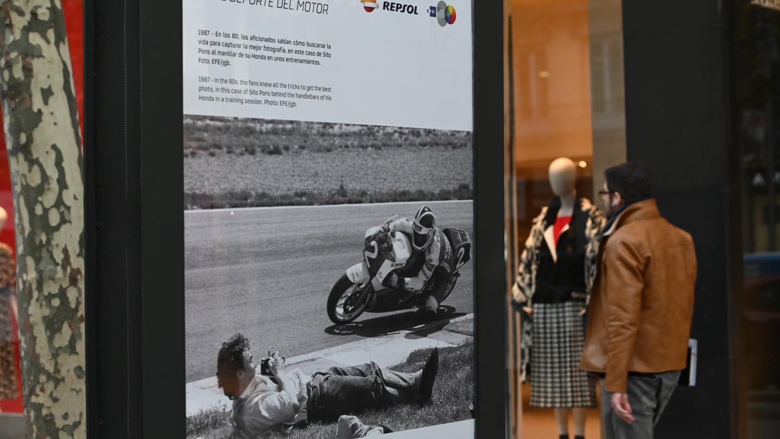 Repsol y EFE visten Madrid con una exposición fotográfica de 50 años de motor
