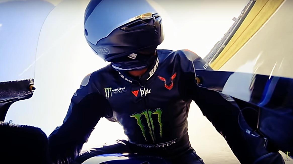 Vídeo: Lewis Hamilton pilotando la Yamaha YZR-M1 de Valentino Rossi