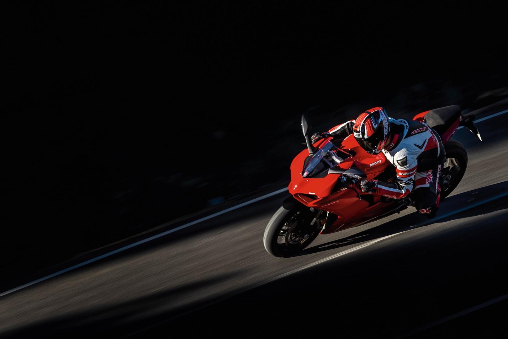 Ducati Panigale V2, superprueba, fotos y ficha técnica