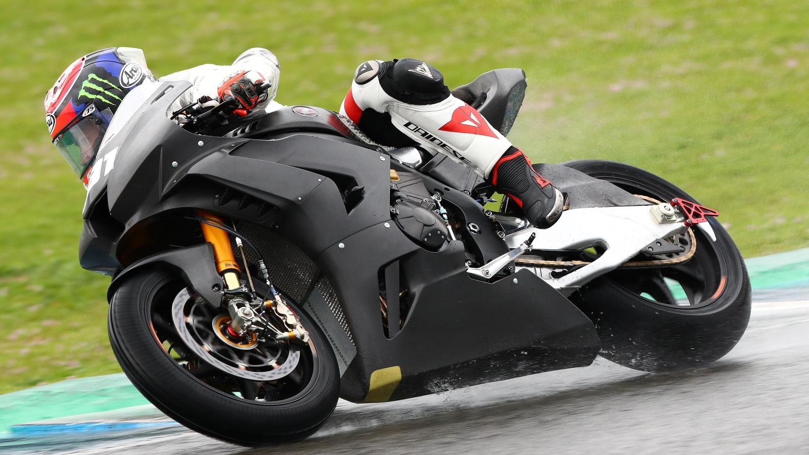 Leon Haslam pone a Honda al frente de los test de Jerez en un día pasado por agua