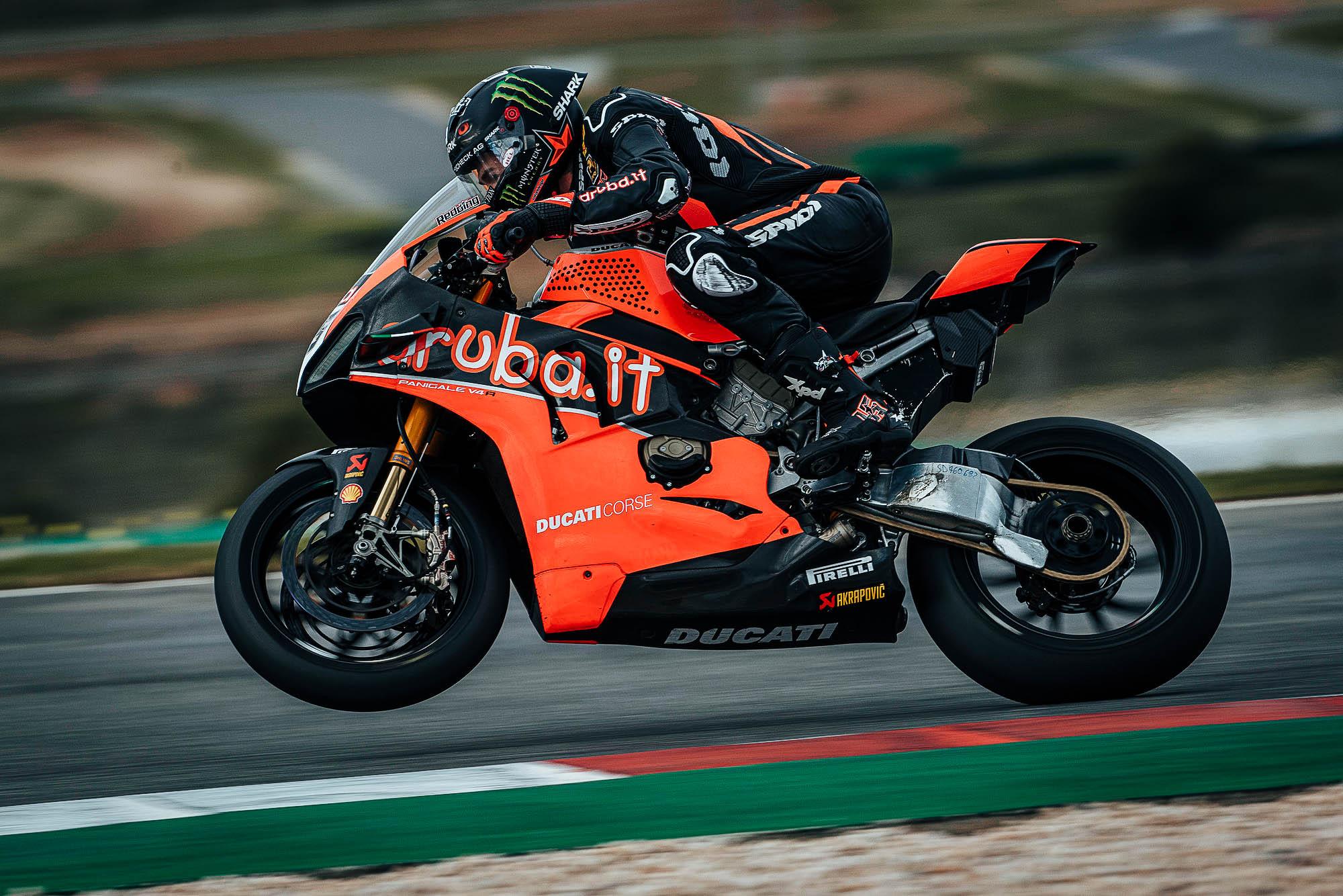 Scott Redding, a cuatro segundos de MotoGP con una Ducati casi de serie