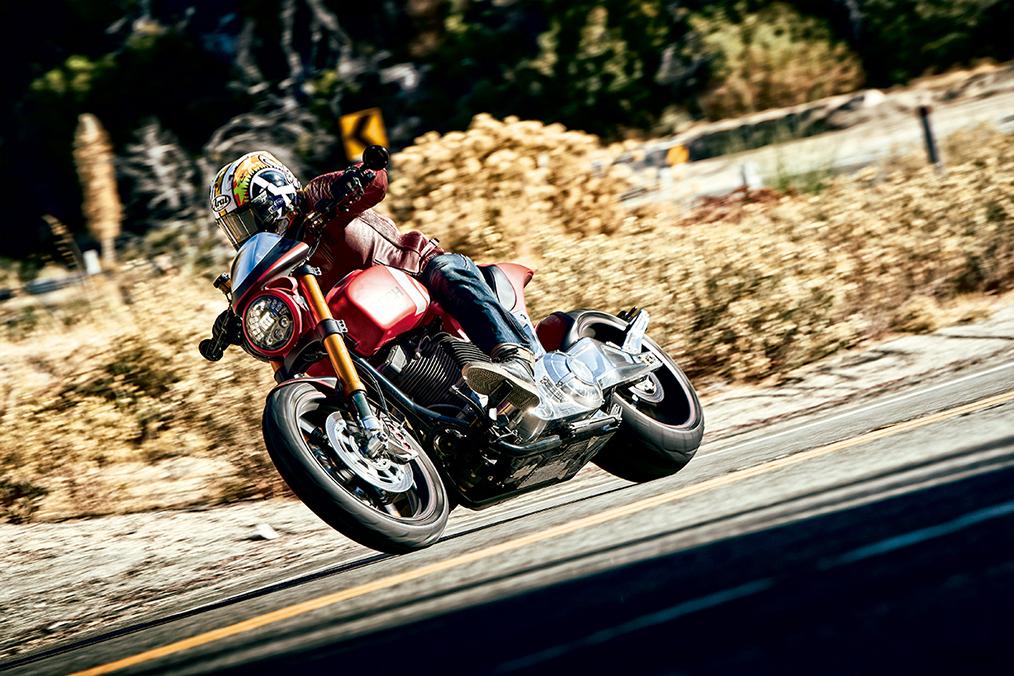 Arch KRGT-1, prueba de la moto de la factoría de Keanu Reeves