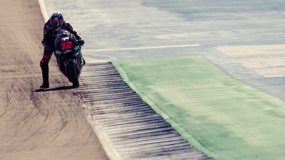 Marco Bezzecchi y Gabri Rodrigo se van de Jerez como los más rápidos en Moto2 y Moto3