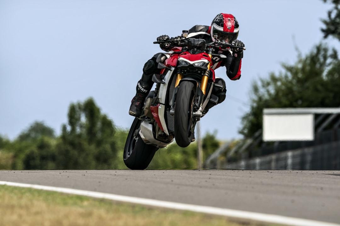 Analisis Ducati Streetfighter V4 / S, 208 CV en el puño del gas