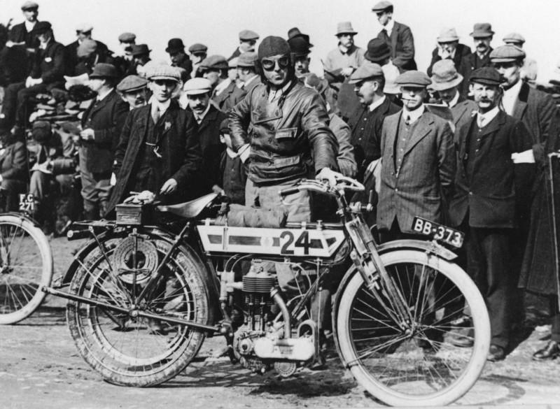 Triumph, su historia ligada a la competición desde su nacimiento en 1902 hasta la década de los 90