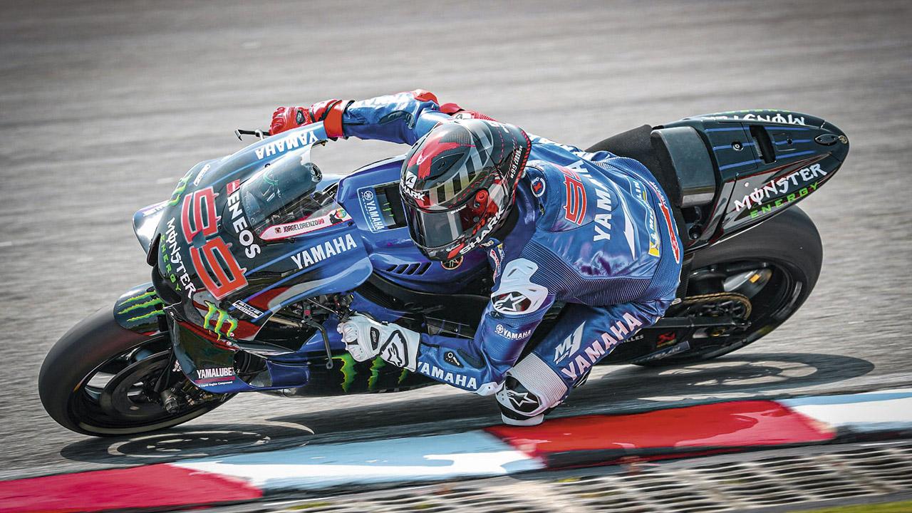 Probadores MotoGP con corona
