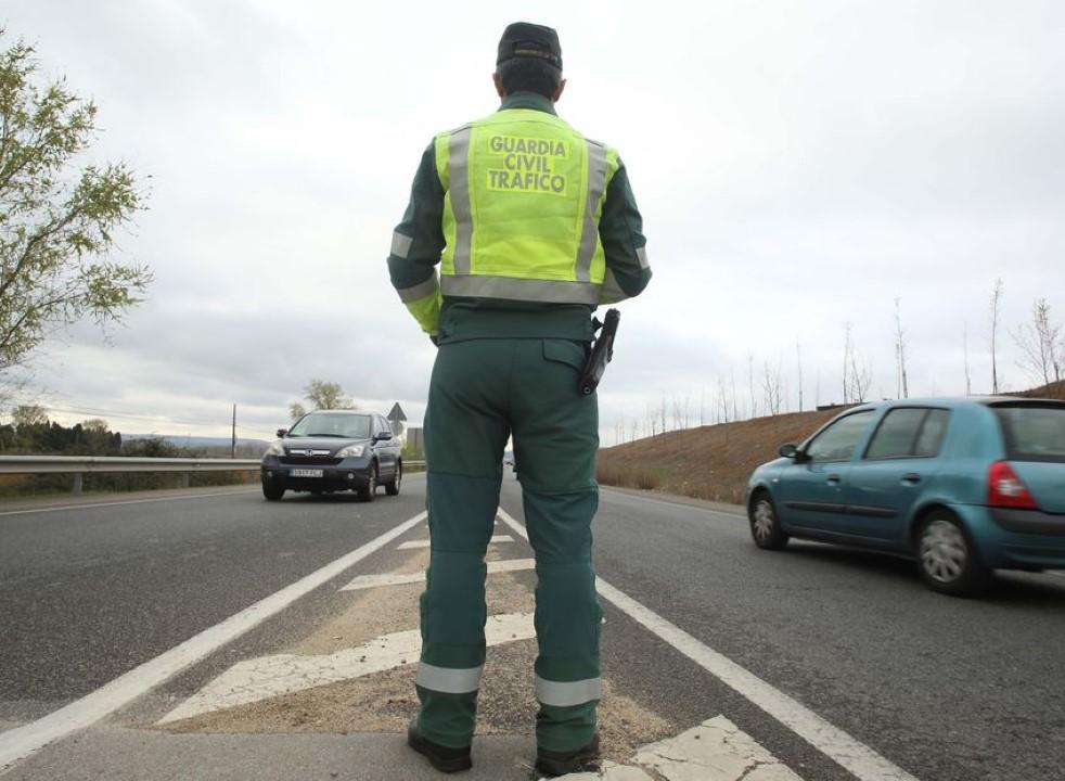 """La DGT activa un plan especial de controles en carretera ante el """"puente de mayo"""" Covid-19"""