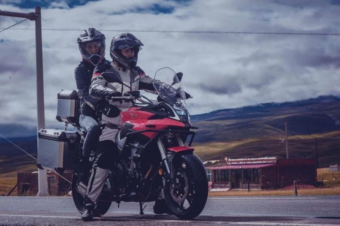 Ya pueden ir dos personas en moto en Estado de Alarma por Covid-19