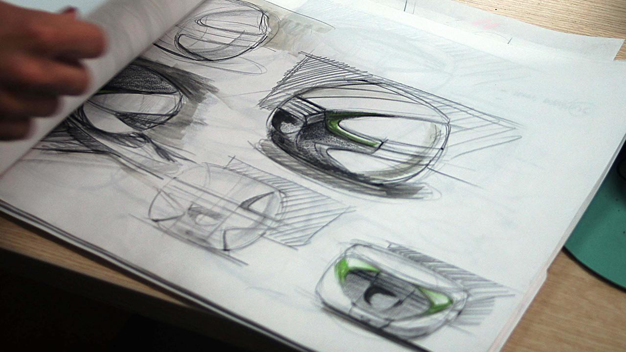 ¿Cómo se diseñan y se fabrican los accesorios de una moto?