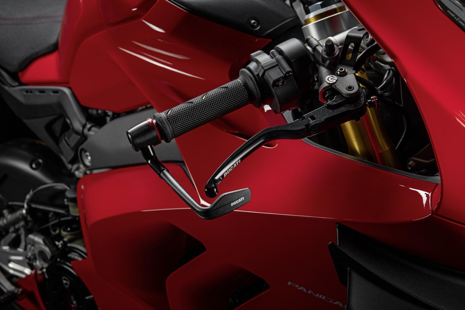 La Ducati Panigale V4, potenciada con el kit racing de accesorios para circuito