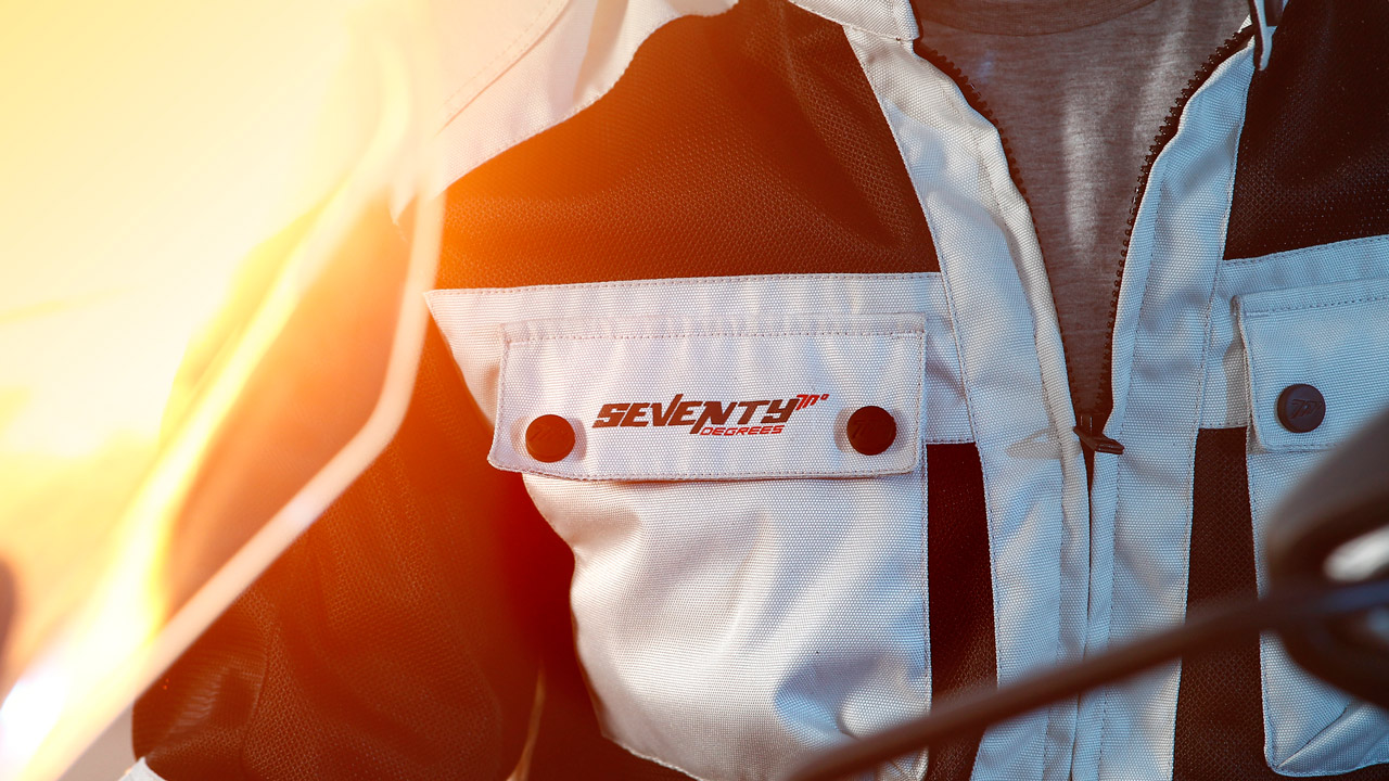 Seventy Degrees, equipamiento de moto para la desescalada